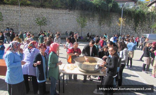 Merkez Ortaokulu'ndan geleneksel aşure etkinliği
