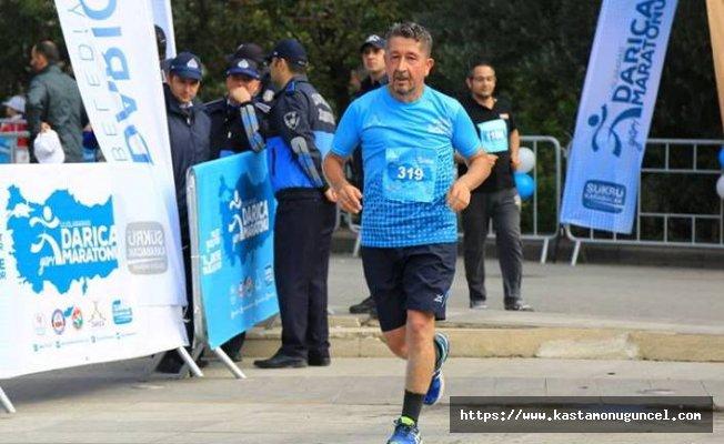 Şükür, Darıca Yarı Maratonuna katıldı