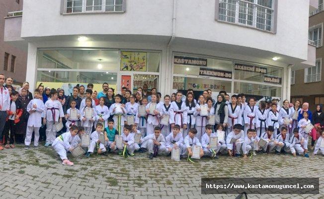 Taekwondo Akademi, kuşak sınavını gerçekleştirdi