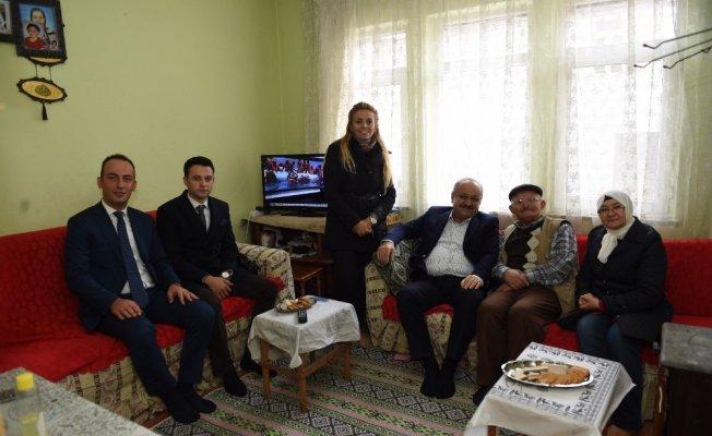 Başkan Babaş'tan Yaşlı Bakım Merkezi ile Sosyal Market'e ziyaret