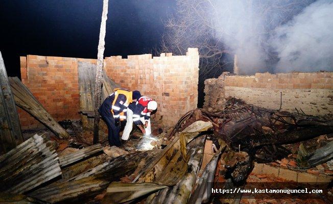 Kayıp aile yanan evlerin temelinde arandı