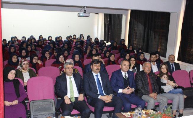 """İmam Hatip öğrencilerinin """"Mustafa Kutlu"""" paneli"""