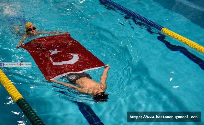Taşköprü'de engelli çocuklardan yüzme gösterisi
