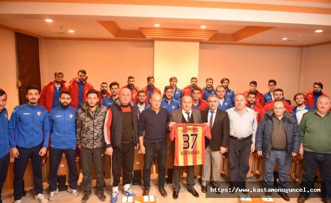 Taşköprüspor Yönetimi ve Sporcuları, Başkan Arslan'ı ziyaret etti