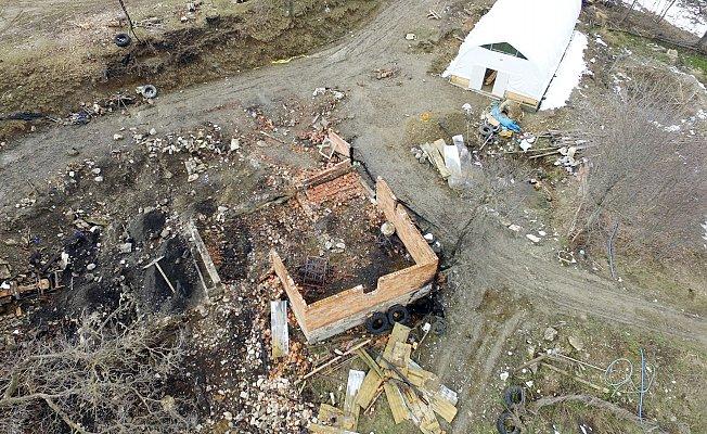Bir traktör odunla, 5 cesedi yok etmeye çalışmışlar