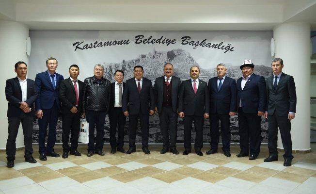 Narın Valisi Kayıpov, Başkan Babaş'ı makamında ziyaret etti