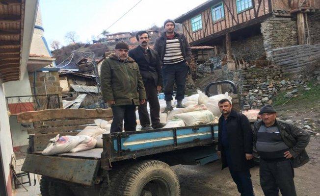 Evi yanan köylülere komşu köyden buğday yardımı