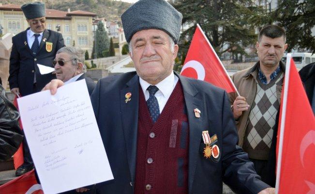 87 yaşındaki Tekşen, gönüllü askerlik müracaatında bulundu