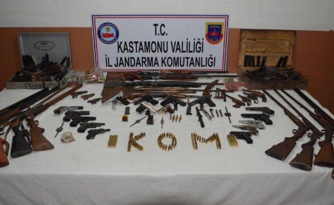 Jandarma, mühimmat deposu ve çok sayıda silah ele geçirdi
