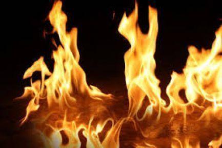 Şenpazar'da iki katlı iki ahşan bina yandı
